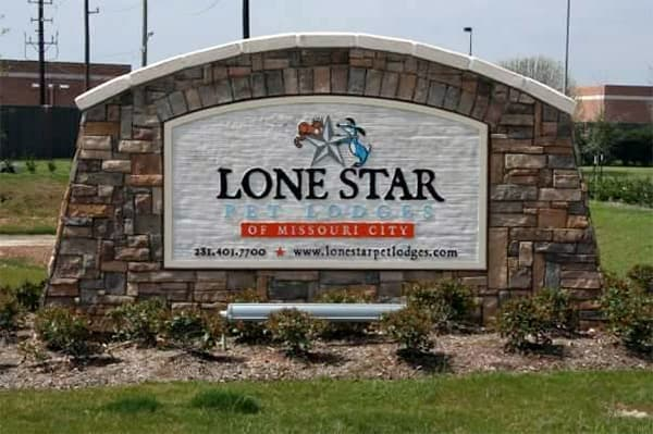 Lone Star Pet Lodges entrance sign